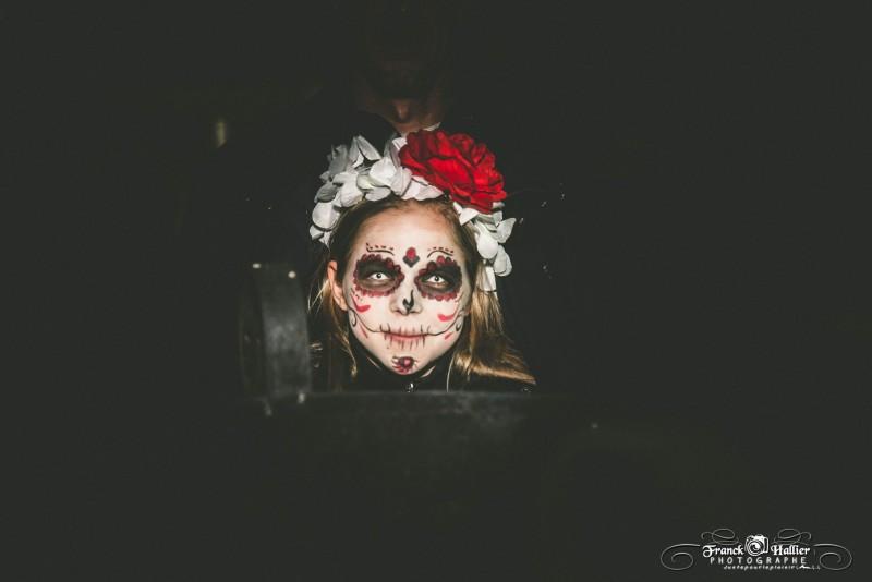 Petite fille à Halloween au Fort l'Ecluse